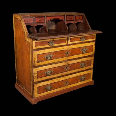 A lacquered desk, 4 important drawers, 2 little drawers, Marches, Italy, 18th century